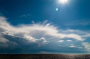 Seabord_of_Gulf_of_Finland_Summer_sky_Primorskoye_shosse,_422,_Repino,_gorod_Sankt-Peterburg,_Russia